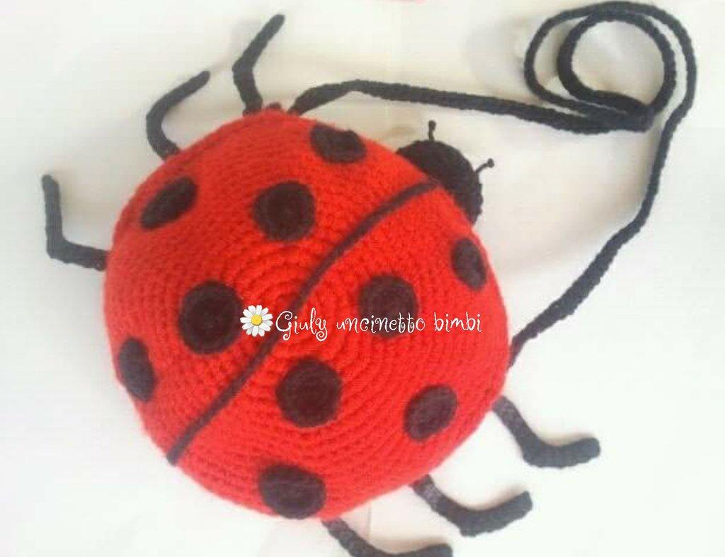 Borsetta a coccinella per bambine, realizzata in lana acrilica 100% italiana