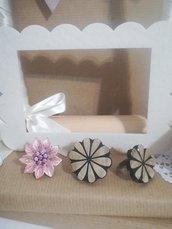 Anello fiore bottone vintage in legno. Fiore rosa smaltato. Bijoux creativi