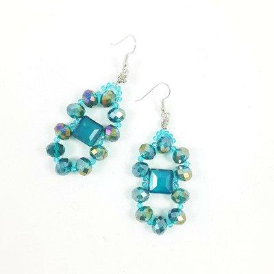 Orecchini con cristalli verde smeraldo e perline, pendenti, pezzo ipunico, tecnica wire, idea regalo per compleanno, donna eccentrica, per tutte le stagioni.