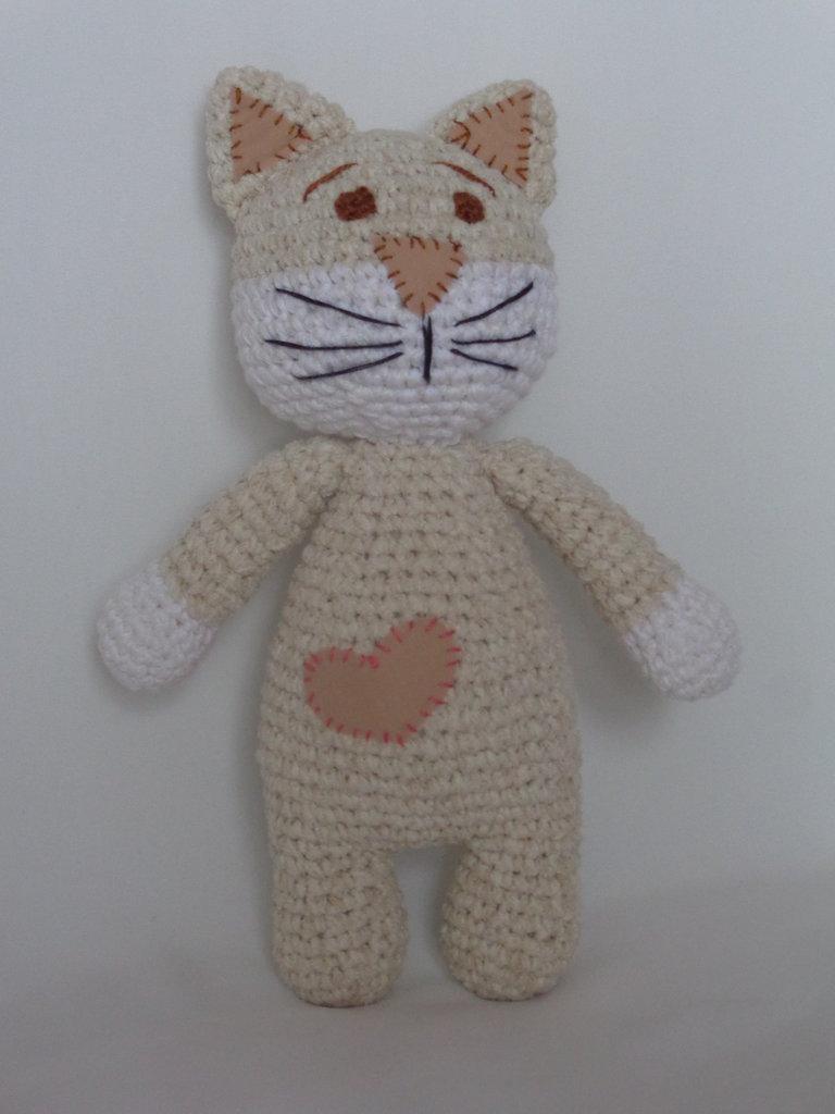 Gattino amigurumi con cuore