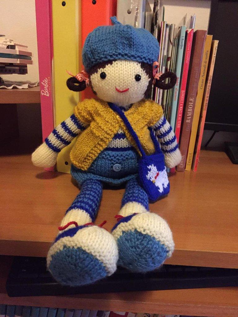 bambola in lana ai ferri Carlotta