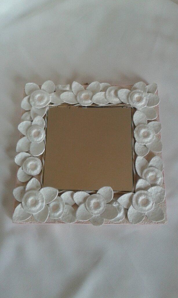 *Specchio con fiori*