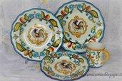 Servizio di piatti da tavola di maiolica dipinto a mano