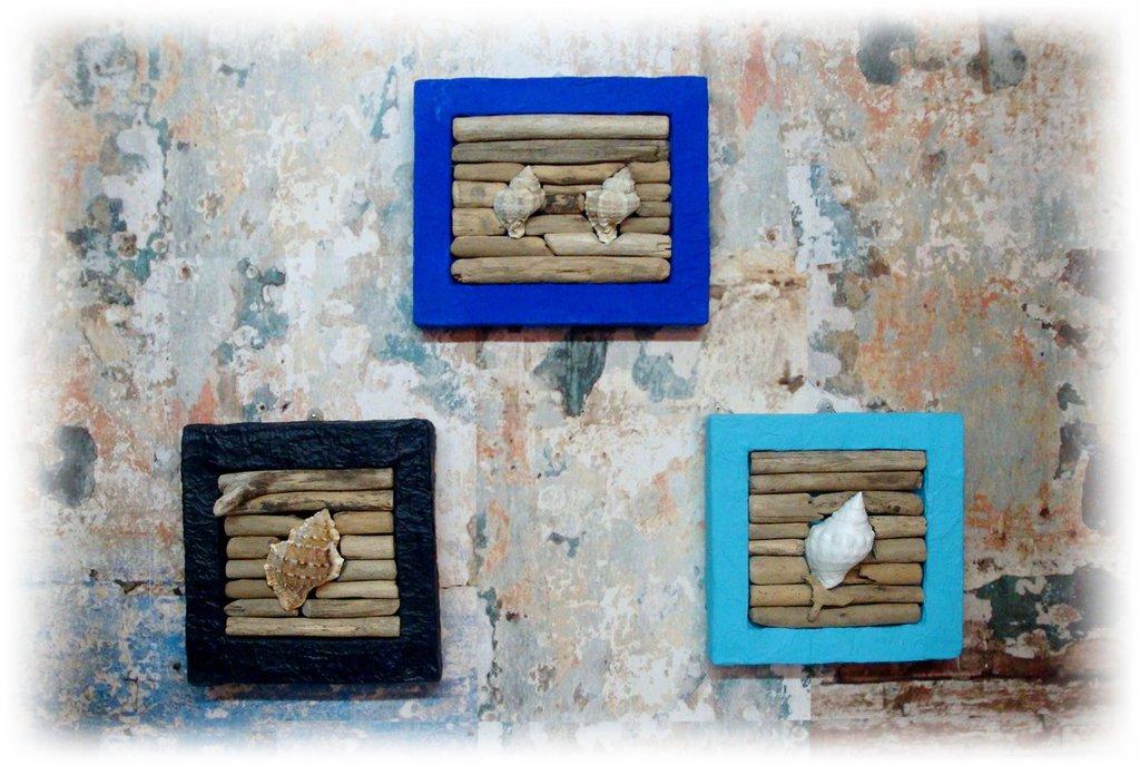 Tris di quadretti marini con legni e conchiglie