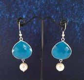 """Orecchini """"Talismano mare"""" con cristallo azzurro e perla bianca"""