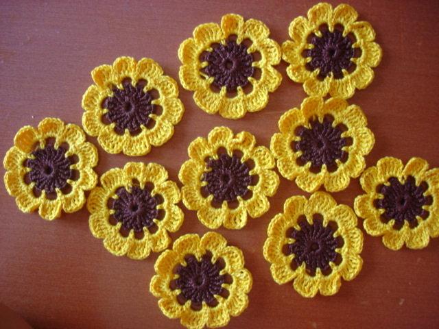 fiorellini all'uncinetto in cotone