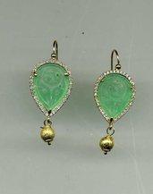 ORECCHINI pendenti in argento dorato con giada incisa verde erba