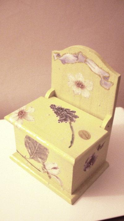 Scatola in legno portaoggetti o portasale decorata con decoupage