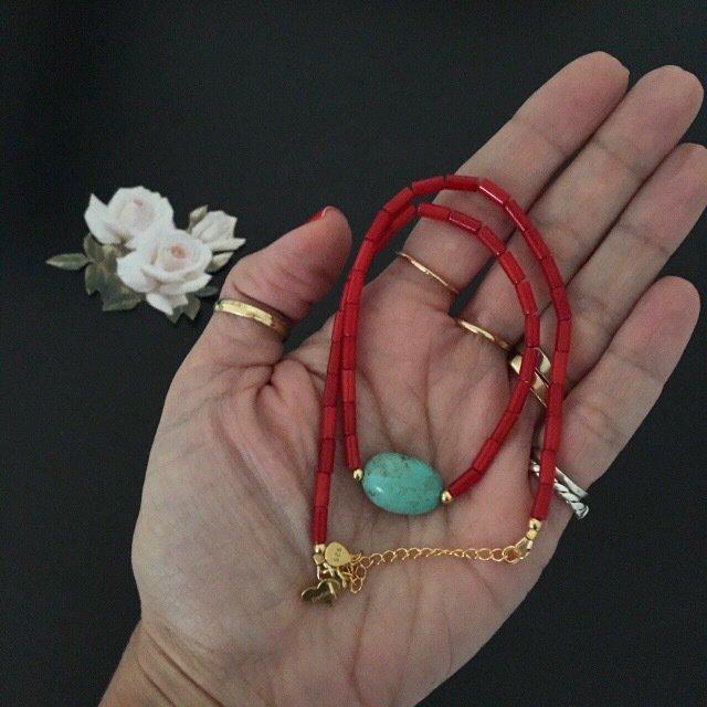 Girocollo con turchese e corallo in argento