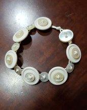 bracciale di bottoni e spago bianco