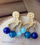Orecchini pendenti con perno in zama a forma di polpo e pietre dure azzurre (agate)