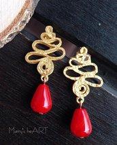Orecchini con perni in zama e pietre dure (agate) rosse a goccia