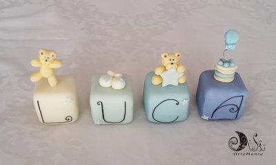 Cake topper cubi con orsetti in scala di blu LUCA personalizzabile 4 cubi 4 lettere