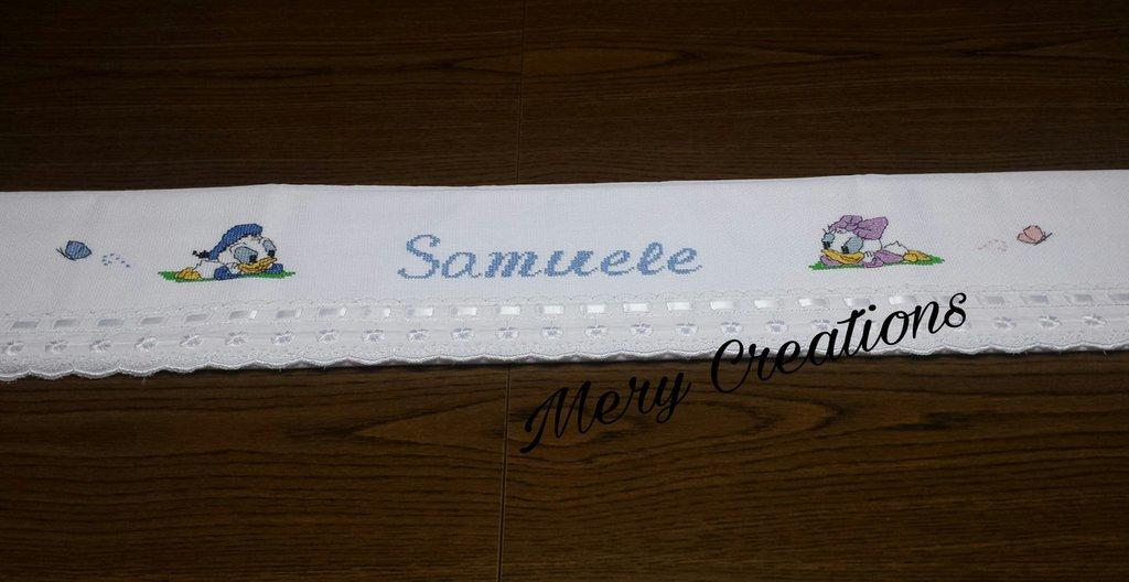 Completo lenzuolino lettino, ricamo punto croce, nome, cartoni animati, farfalle