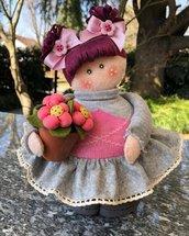 Bambola decorativa realizzata con il feltro