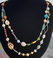 Collana primaverile colorata realizzata con perle swarovski e pietre dure.