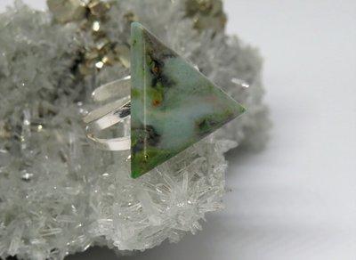 Anello in argento con giada fatto a mano
