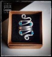 Anello  a spirale con pietre azzurre