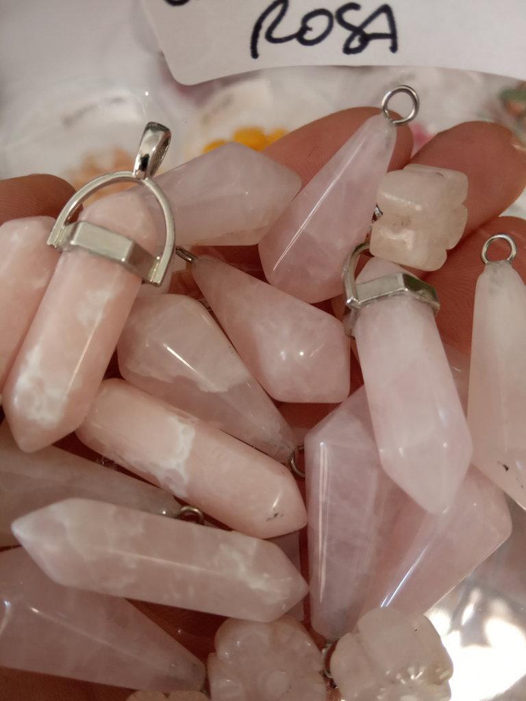 quarzo rosa pietra intagliata naturale