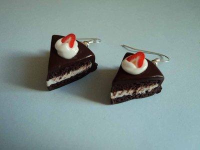 orecchini fetta di torta, panna e fragole  in Fimo