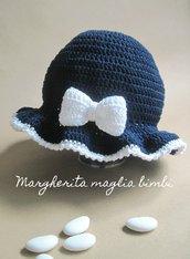 Cappello/cappellino blu con fiocco bianco - cotone - bambina - battesimo - fatto a mano
