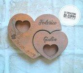 Portafedi in legno personalizzato,con nomi degli sposi e data del matrimonio.