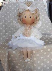 Bambola realizzata a mano, pezzo unico.