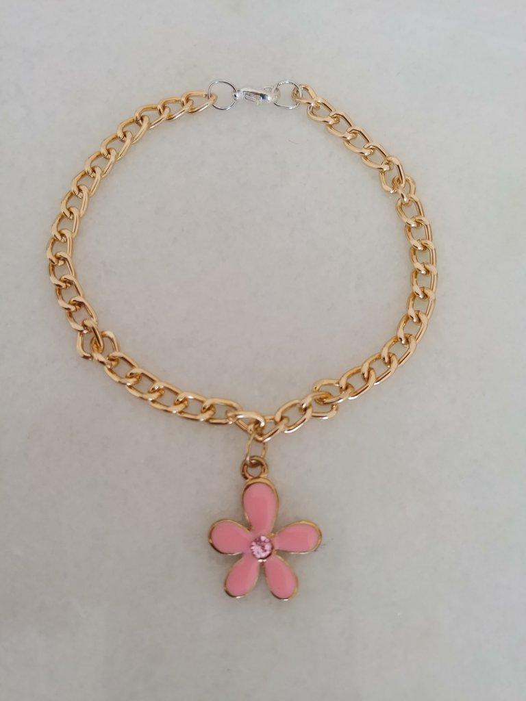 Fine braccialetto in metallo dorato con fiorellino smaltato color rosa e brillantino