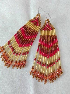 Orecchini lunghi a frangia con perline oro, rosso, arancione fatti a mano