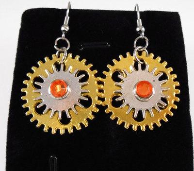 Orecchini steampunk ruote e strass arancione