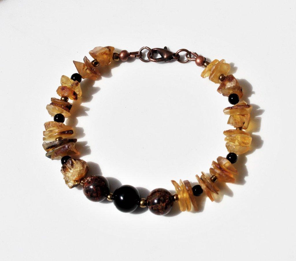 Ambra grezza e pietre dure, bracciale unisex per coppia o regalo uomo, bracciale sangue di drago e pietre organiche, regalo fidanzato.