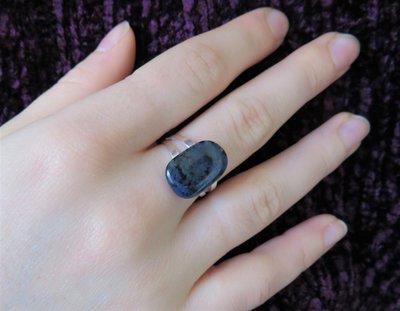 Anello in argento fatto a mano con pietra blu (Dumortierite)