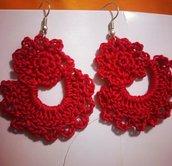 Orecchini realizzati a mano ad uncinetto nel colore rosso in cotone