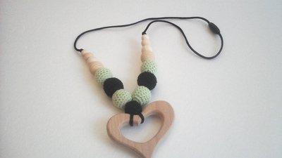 Collana estiva, collana allattamento in legno e crochet in verde e nero