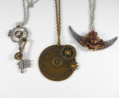 Lotto tre collane steampunk pendente chiave sfinge orologio