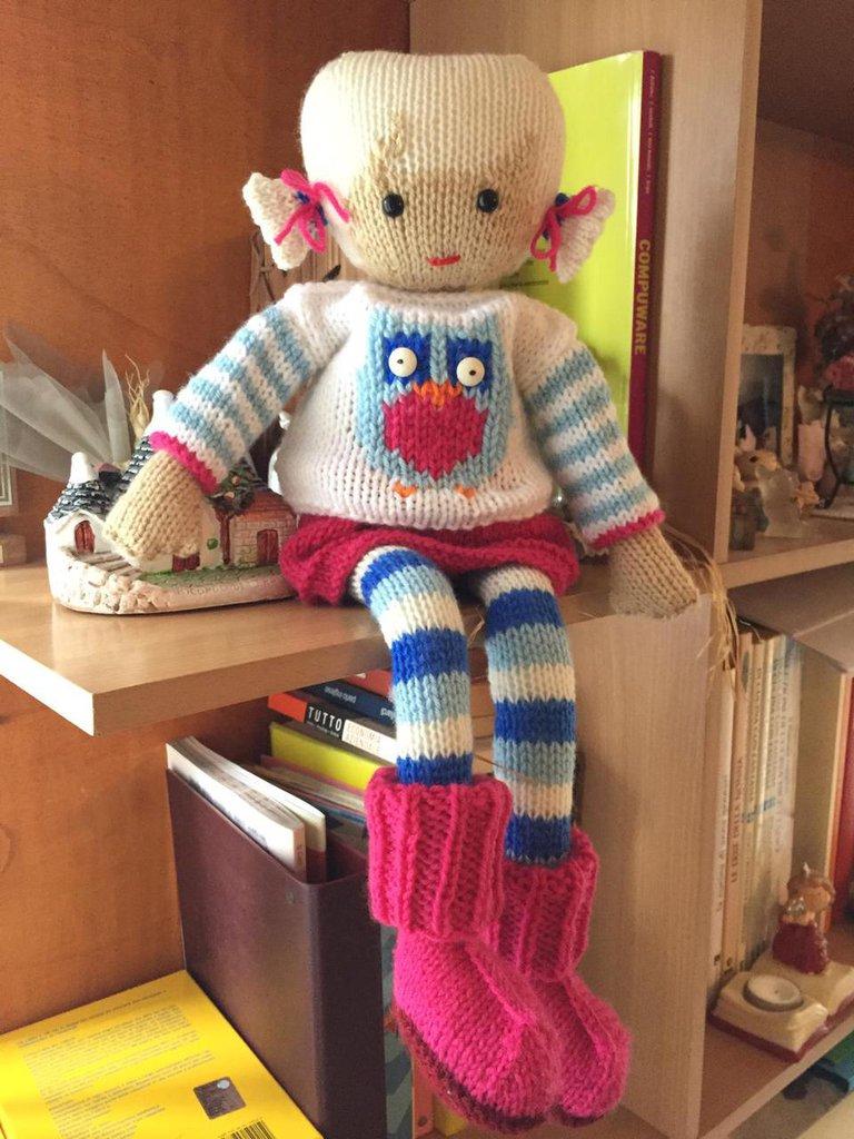 bambola in lana ai ferri Anna