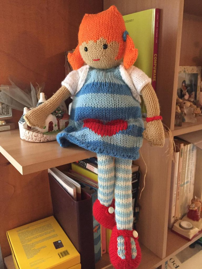 bambola in lana ai ferri Daniela