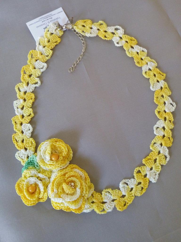 "Collana ""Crochet"" melange gialla"
