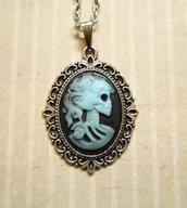 Collana con cammeo gothic Lady Skull teschio azzurro nero