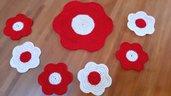 Set sottobicchieri e centrino uncinetto fatto - colori rosso e bianco a forma di fiore a mano