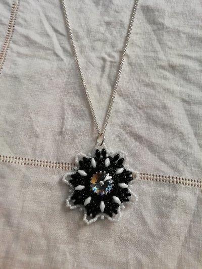 Collana fiore 9 petali
