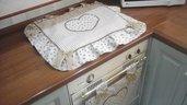 Copriforno e fornelli in beige con cuori in stile country