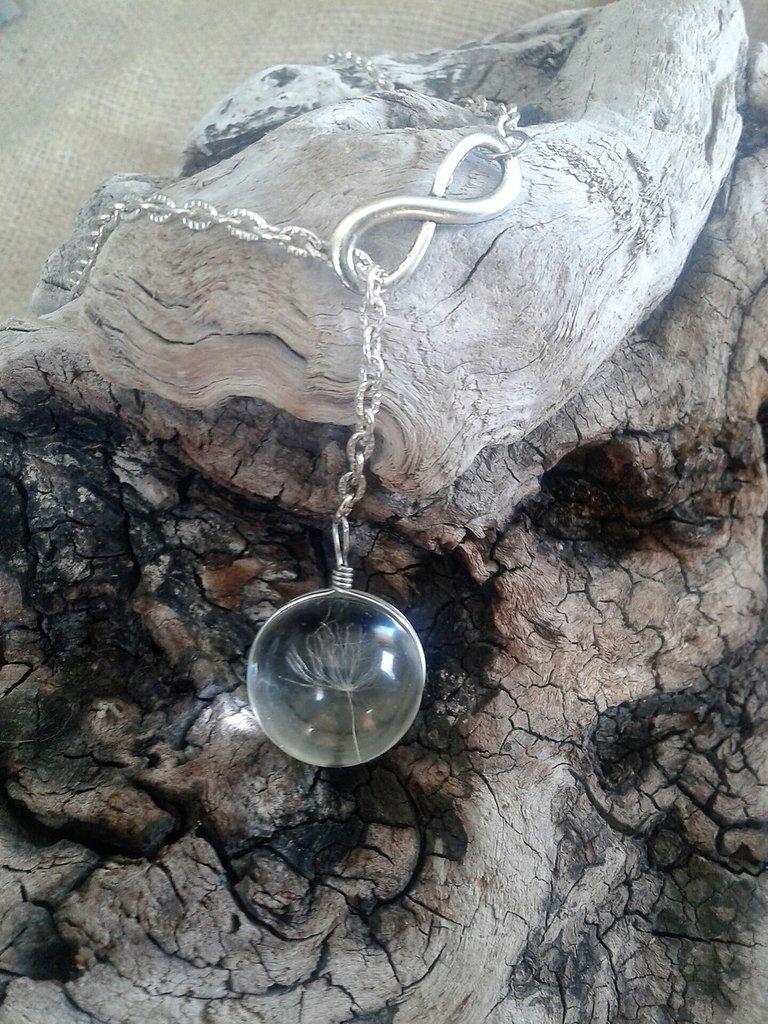 Ciondolo con soffione, veri semi di tarassaco, e simbolo infinito