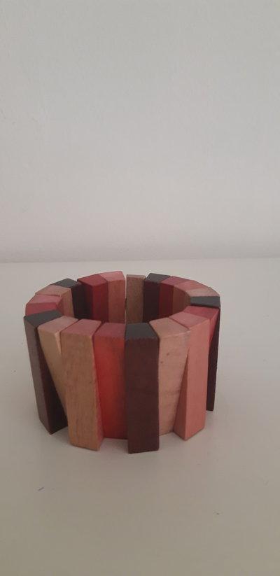 Braccile in legno colorato realizzato a mano