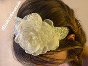 Cerchietto argento con fiore in tessuto latte