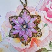 Collana fatta a mano con fiore viola grande