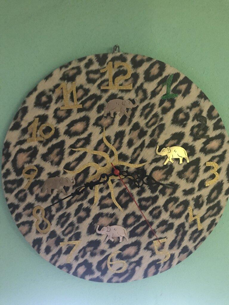 Orologio leopardato con elefanti