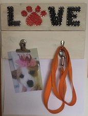 quadro string art LOVE porta Guinzaglio e porta Foto su fondo binaco