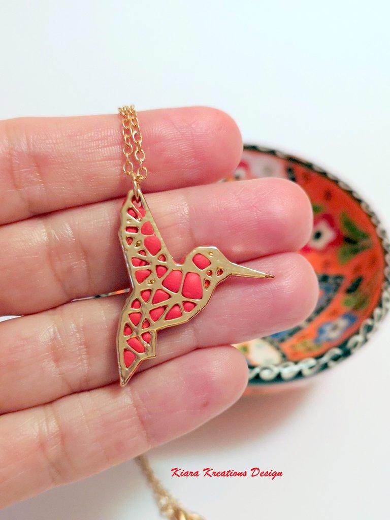 Collana con uccello cardinale rosso in fimo, collana dorata, idea regalo mamma, regalo testimone, gioielli sposa, gioielli etnici, estivi