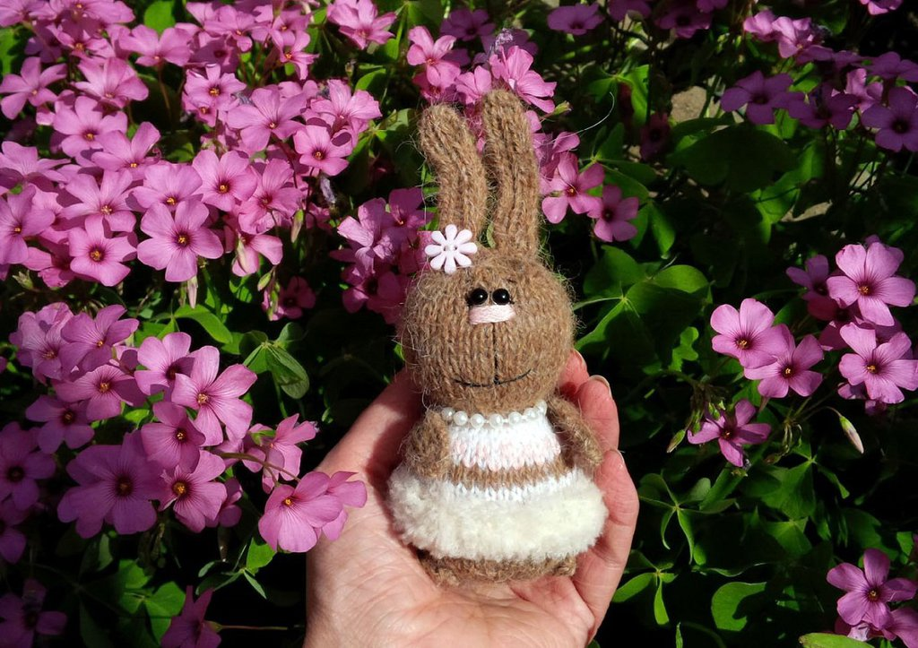 Bambola Coniglietta a maglia